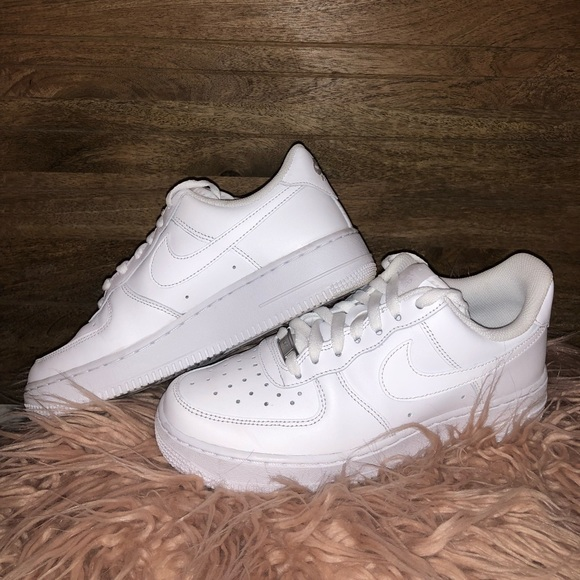 64428b10955c4 NIKE AIR FORCE 1 LOW TOP WOMENS SIZE 7.5. M_5b8898fc1537953bd5667400